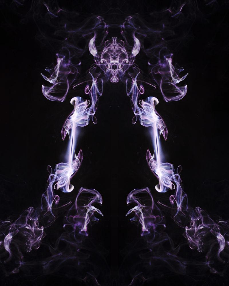 1765 - Threefold smoke art